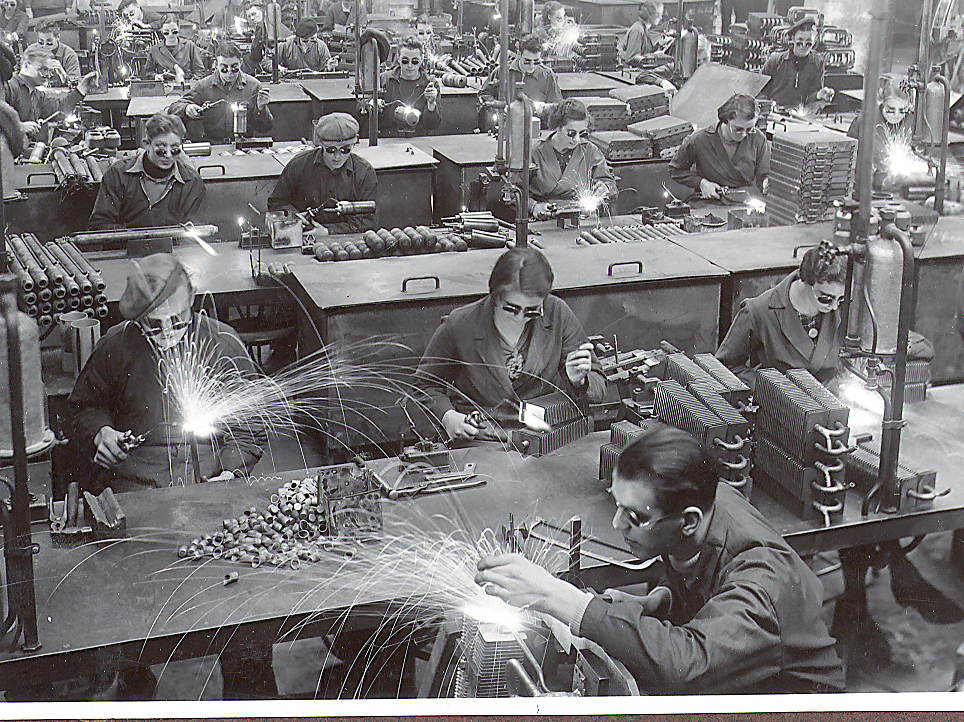 Factory, Electrolux, Dometic, Work, Workers, Employees, History, Welding, Manufacturing, Black and white, Glasses