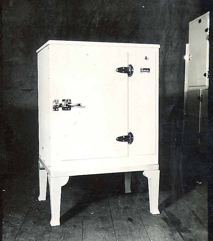 Refrigerator, Fridge, First, Absorption, Cabinet, Arctic, Electrolux, Dometic, Black and White, Old, 1923, Patent