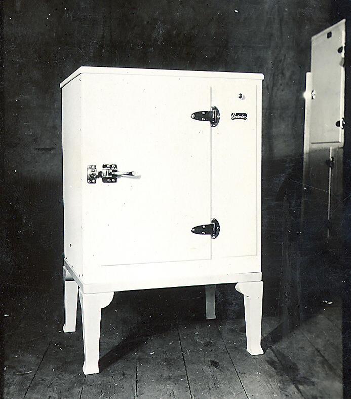 Холодильник, Морозильник, Первый, Поглощение, Шкаф, Арктический, Electrolux, Dometic, Черно-белое, Старый, 1923, Патент