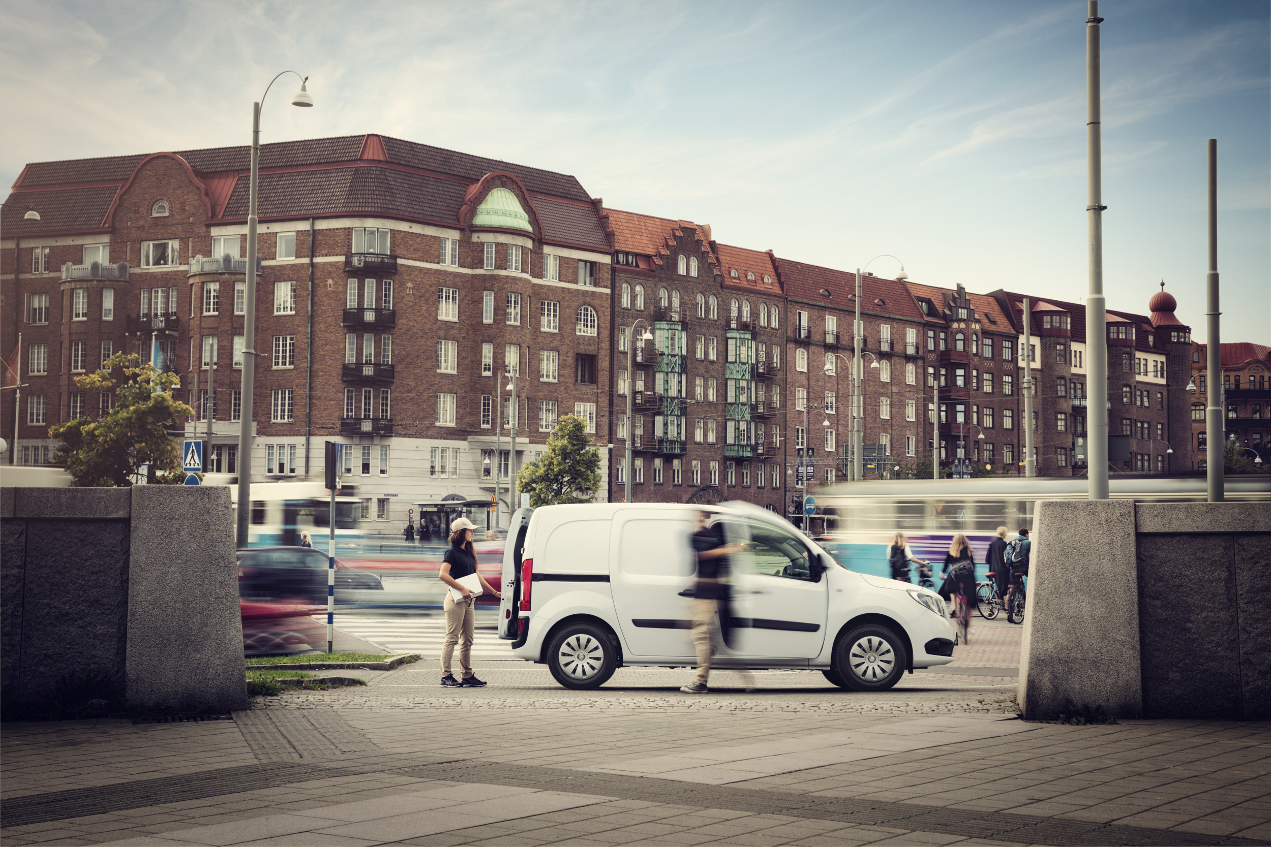 Auto Kühlschrank Dometic : Fahrzeugausstattung nach maß für automobile & nutzfahrzeuge dometic