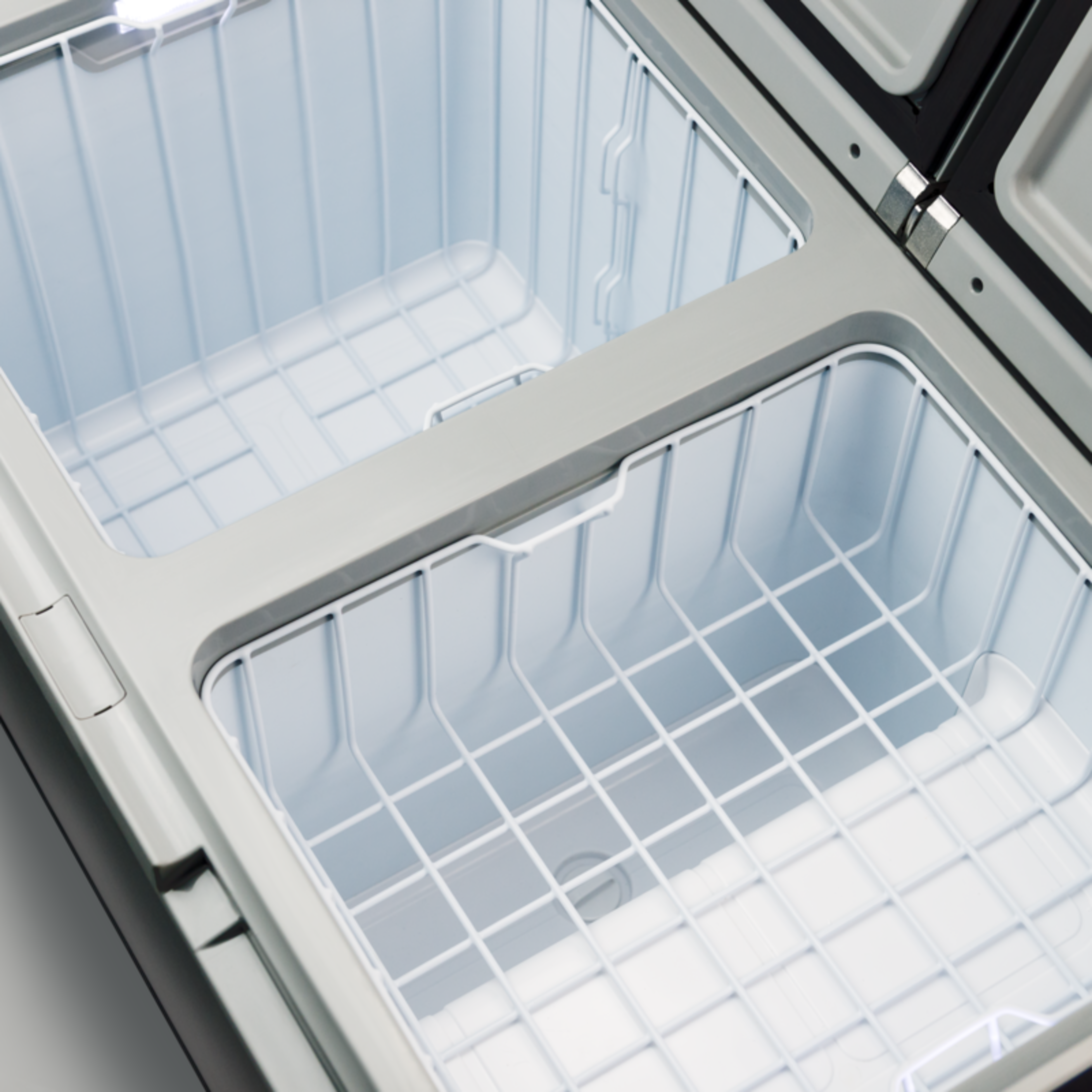 The ideal cooler for an extended getaway, with dual cooling capacity!